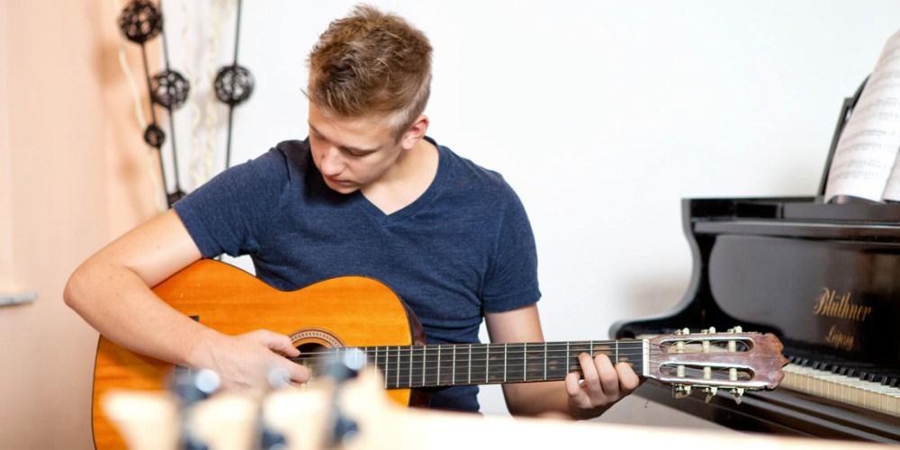 Klassischer Gitarren-Unterricht und E-Gitarren